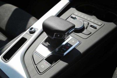 画像1: Audi 純正 A4(8W) / A5(F5) / Q7(4M) S-line シフトノブ グリップ パンチングレザー