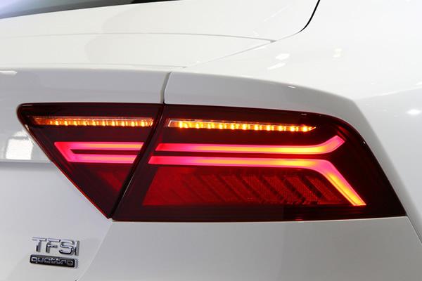 画像1: Audi 純正 A7 Sportback(4G/C7) フェイスリフト後 テールランプ セット (1)