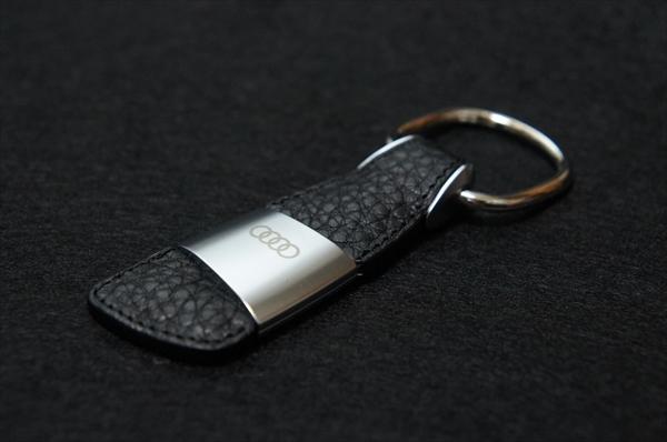 画像1: Audi 純正 アクセサリー レザーキーリング (Four Rings) (1)