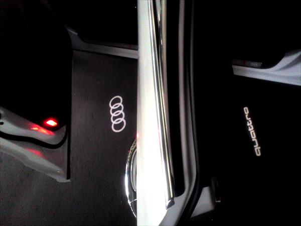 画像1: Audi 純正 LED ドアエントリーライト セット(カーテシランプ) (1)