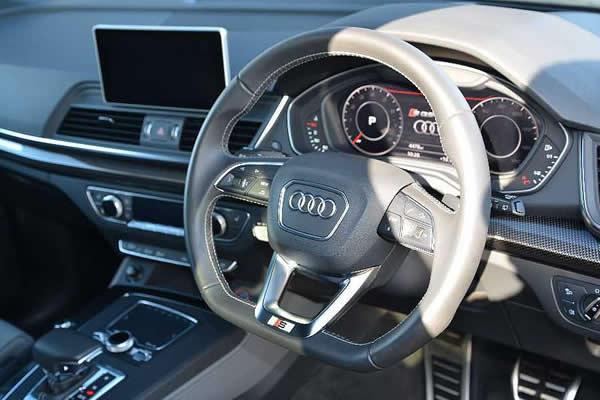 画像1: Audi 純正 SQ5(FY) フラットボトムステアリング (1)
