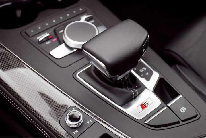画像1: Audi 純正 A4(8W/B9) / A4 allroad quattro(8W/B9) / A5(F5) デコラティブパネル セット カーボン・ブラックハイグロス(ピアノブラック) (1)