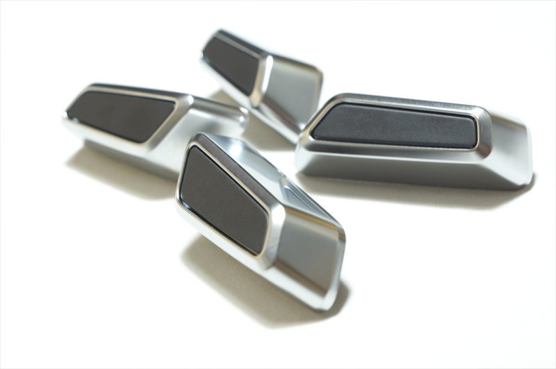 画像1: Audi 純正 A6(4A/F2/C8) / A7(4K/F2/C8) / Q8(4M/4M8/F1) クローム シートアジャスターノブセット (1)
